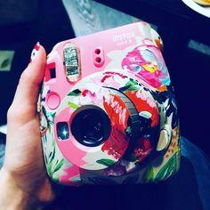 24 Sensational Polaroid Camera Under 40 Dollars Instax Mini Ideas, Instax Mini 9, Fujifilm Instax Mini, Camera Painting, Camera Art, Polaroid Camera Instax, Camera Aesthetic, Fuji Camera, Polaroid Pictures