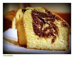 una cucina: Το κέικ της Δευτέρας: Αφράτο τρυφερό και δίχρωμο! French Toast, Sweet Recipes, Food And Drink, Pie, Breakfast, Bread, Desserts, Mobiles, Torte