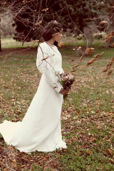 Novias con tocado de inspiración vintage en invierno: Vestido de creppe