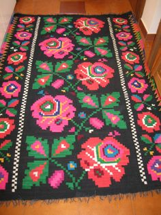 This is an antique traditional Romanian woven wool carpet / rug with floral pattern . Absolutely stunning and vivid colours . Hand woven in Transylvania years ago . Hand woven with wool on cotton thread foundation . Wool Carpet, Rugs On Carpet, C2c Crochet, Handicraft, Vivid Colors, Print Patterns, Hand Weaving, Textiles, Tapestry