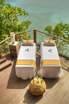 Yummy and fresh linens with a view Spa time with Godessa Good Massage, Massage Room, Spa Massage, Massage Therapy, Partner Massage, Massage Tips, Sandals Beach Resort, Couples Spa, Relax