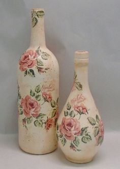 This decoupage technique is fast and easy and makes a great first time decoupage project. But it's also a great technique for the more experienced decoupage Glass Bottle Crafts, Wine Bottle Art, Painted Wine Bottles, Painted Jars, Diy Bottle, Bottle Lamps, Bottle Vase, Decoupage Jars, Decoupage Vintage