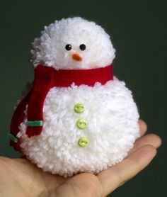 Pom Pom Snowman by Jennifer McGuire for Scrapbook & Cards Today, .Pom Pom Snowman by Jennifer McGuire for Scrapbook & Cards Today, # Snowman # scrapbook- # cards Grinch Christmas Pom Pom Crafts, Christmas Crafts For Kids, Homemade Christmas, Christmas Snowman, Christmas Projects, Yarn Crafts, Holiday Crafts, Diy And Crafts, Christmas Gifts