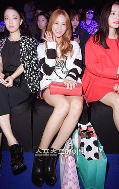 """한승연韓昇延Seungyeon◕‿◕✿出席2015 S/S Seoul Fashion Week""""럭키슈에뜨(LUCKY CHOUTTE)""""時裝秀"""