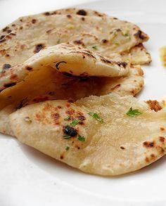 Recette indienne Les Nans à la poele Indian Food Recipes, Asian Recipes, Vegetarian Recipes, Cooking Recipes, Healthy Recipes, Tapas, Brunch, Salty Foods, Crepes
