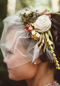 A floral fascinator for a sunny picnic wedding with lawn games and <3!