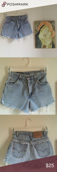 💔Levi Denim Jean Shorts size 3/Med 💔It's breaking my heart that these shorts I bought for myself do not fit. Super cute, light wash jean shorts with frayed bottoms. In like-new condition. Someone buy and love these jeans shorts all summer long for me!!! Reasonable offers considered. ✌🏽💜 Levi's Shorts Jean Shorts