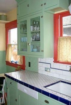 Retro kitchen House Tours - Weekend Outing Historical Kitchen Tour. Kitchen Retro, Coral Kitchen, Old Kitchen, Farmhouse Kitchen Decor, Retro Kitchens, Green Kitchen, Kitchen Ideas, Kitchen Walls, Kitchen Tile