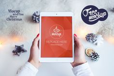 free-mockup-ipad-white-christmas