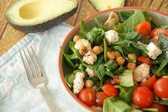 Salade met geroosterde kikkererwten, spinazie en kip