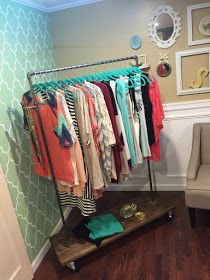 One Thrifty Chick: DIY Clothing Rack { 30 minute project } (Diy Clothes Storage) Diy Clothes Storage, Clothing Storage, Diy Clothing, Do It Yourself Furniture, Diy Furniture, Closet Interior, Diy Girlande, Diy Daybed, Diy Clothes Refashion