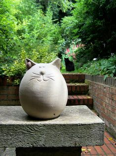 Two Fat Cats | One made of stone with a rather fetching ear … | Flickr