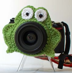 Frog lens buddy - crochet. $8.00, via Etsy.