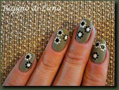 Raggio di Luna Nails: Flowers on olive green