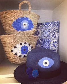 evileye straw baskets and Panama hats handpainted by cottonprince. Painted Hats, Hand Painted, Greek Evil Eye, Art Bag, Diy Purse, Artisanal, Diy And Crafts, Creations, Basket