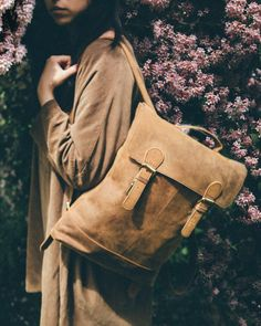 A slimline leather backpack is the perfect bag to take everything you need for a working day and stay on trend at the same time. Leather Laptop Backpack, New Laptops, Leather Handbags, Leather Bags, Vintage Bags, Canvas Leather, Fashion Backpack, Women's Backpacks, Soho