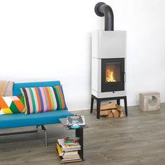 """""""B3 Keramik"""" wurde vom deutschen Designer Sebastian Herkner entworfen, hat einen 110-kg-Speicher im Korpus und ist in vielen Farben erhältlich. Heizleistung:..."""