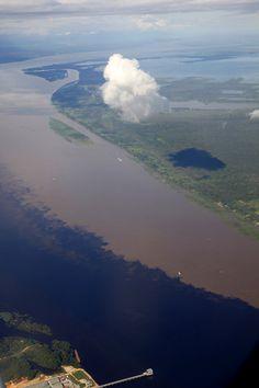 Encontro das aguas - Rio Negro e Rio Solimoes - Amazonas