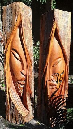 Joe Kemp Maori carver and wood sculptor Joe Kemp Maori Carver und Holzbildhauer Simple Wood Carving, Wood Carving Faces, Wood Carving Designs, Tree Carving, Wood Carving Patterns, Wood Carving Art, Driftwood Sculpture, Driftwood Art, Sculpture Art