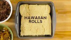 """Гавайский бургер  Ингредиенты: Сдобные булочки для гамбургера Говяжий фарш (жаренный) Репчатый лук (жаренный) Помидоры Сыр """"Чеддер""""  Медовая горчица Семена кунжута  Запекать при 180°С 25-30 минут   Приятного аппетита!"""