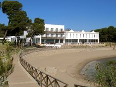 Hostal Empúries stands on an ancient settlement, beside the Greek and Roman ruins of Empuries, whose beauty and tranquility attracted the Iberians as much as the Greek seafarers and the first. Holiday Places, Time Out, Lush, Facade, The Good Place, Spain, Vacations, Mansions, Nice