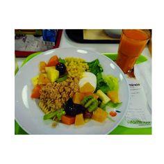 #dinertime�� #vitaminas #myfavorites #salad #fruits #sumomangalaranjacenoura #forúmcoimbra #familydiner http://w3food.com/ipost/1519823552500330326/?code=BUXf3f4De9W