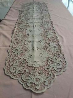 Irish Crochet, Crochet Motif, Embroidery Stitches, Hand Embroidery, Vintage Table Linens, Diy And Crafts, Arts And Crafts, Cut Work, Arte Popular