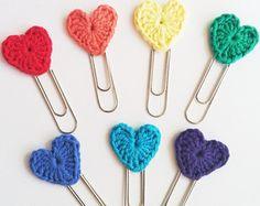 EllesHeart Loves ~ Crochet Hearts ~ Set of 3 Crochet Heart Jumbo Paperclip bookmarks - Rainbow Colors Crochet Bookmark Pattern, Crochet Bookmarks, Crochet Books, Love Crochet, Crochet Gifts, Diy Crochet, Crochet Flowers, Crochet Hearts, Bookmarks