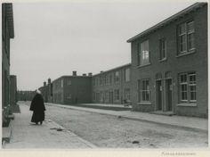 Flakkeesestraat, gezien naar de Schouwensestraat. 1948 Dienst Stadsontwikkeling en Volkshuisvesting #ZuidHolland #Scheveningen