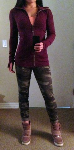 >> TheWeighWeWere.com << Lululemon: Nice Asana jacket in Plum Really liking this outfit for casual street wear- Plum, camo pants and sneaker wedges! Wedges Outfit, Summer Hiking Outfit, Fall Leggings, Workout Attire, Workout Wear, Lululemon Jacket, Weekend Wear, Comfortable Fashion, Sneaker Wedges