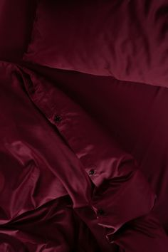 Give your bed an upgrade with our limited edition burgundy bedding set. Woven in our signature 400 thread count silky, smooth sateen fabric. Made of 100% premium cotton in Portugal. Beige Bedding Sets, Dark Grey Bedding, Burgundy Bedding, Striped Bedding, Green Bedding, White Bedding, Grey Stripes, Luxury Bedding, Portugal