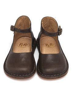 Adorable, but these are actually baby shoes. Just using as a search inspiration. Comfy Shoes, Cute Shoes, Me Too Shoes, Shoe Boots, Shoes Sandals, Dress Shoes, Kinds Of Shoes, Mode Style, Leather Shoes