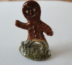 Vintage Toys, Vintage Men, Red Rose Tea, Tin Toys, Gingerbread Man, Red Roses, Tea Pots, Addiction, Lion Sculpture