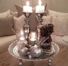 Weihnachtsszene - Home Page Coffee Table Styling, Decorating Coffee Tables, Table Decor Living Room, Tray Decor, Deco Table, Apartment Design, Christmas Home, Home Interior Design, Chandeliers