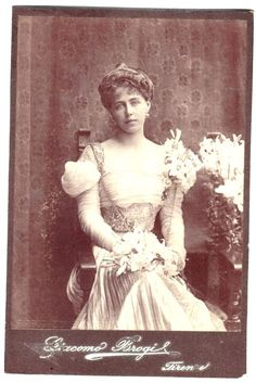Princess Marie of Edinburgh Queen consort of Romania Von Hohenzollern, Belle Epoque, Edinburgh, Vintage Photos, Descendants, Marie, Royalty, Statue, Black And White