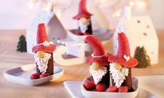 Bananen in dunkler Schokolade mit weihnachtlicher Marzipan-Dekoration f�r die Weihnachtsfeiertage