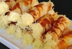 Sajtos roló recept képpel. Hozzávalók és az elkészítés részletes leírása. A sajtos roló elkészítési ideje: 45 perc Savory Pastry, Hungarian Recipes, Hungarian Food, Sweet And Salty, Party Snacks, No Cook Meals, Tapas, Sushi, Nom Nom