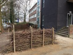 Use twigs to create fence. Outdoor Learning, Outdoor Play, Outdoor Camping, Natural Playground, Backyard Playground, Wood Shop Projects, Outdoor Classroom, School Building, Forest School