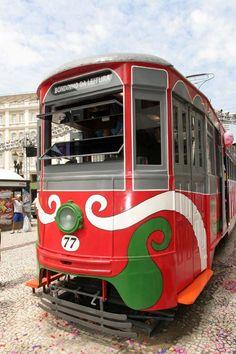 A cidade de Curitiba oferece, durante o ano de 2011, dois projetos de leitura ao ar livre, e Catraca Livre, que fazem parte do programa Curitiba Lê.