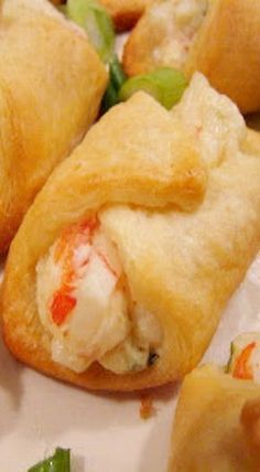 Crab Filled Crescent Wontons Seafood Appetizers Seafood Appetizers Appetizers Appetizers for a crowd Appetizers parties Meat Appetizers, Appetizers For Party, Appetizer Recipes, Crab Appetizer, Fish Dishes, Seafood Dishes, Pan Relleno, Crescent Roll Recipes, Crescent Rolls