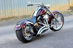 Harley-Davidson FATBOY modeljaar 2005 in prachtig bordeaux rood metallic met mooie pipes en supergave kentekenplaat!