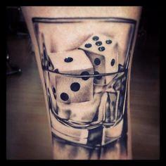 Tatuagem-dados-no-copo
