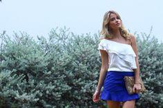 look do dia, um ombro só, babados, saia com recortes e babado azul, ecommere full store, marina casemiro (3)