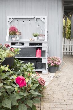Pflanztisch DIY - upcycling - delari Diy Upcycling, Upcycle, Diy Garden, Floral Wreath, Diy Projects, Backyard, Outdoor Structures, Wreaths, Plants