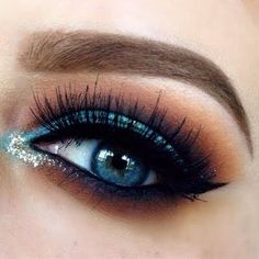 The end of the week is finally in sight! Rock this stunner by Preen.Me #makeup artist Emily using these must-haves!