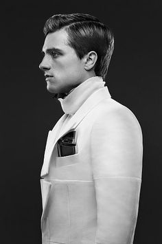 Dang! Peeta's lookin' pretty fresh in these new Catching Fire pictures!