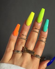Semi-permanent varnish, false nails, patches: which manicure to choose? - My Nails Aycrlic Nails, Neon Nails, Coffin Nails, Manicures, Rainbow Nails, Bright Nails Neon, Neon Nail Colors, Neon Yellow Nails, Bold Colors
