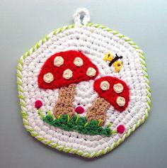Crochet Mushrooms Pot Holder by meekssandygirl.deviantart.com