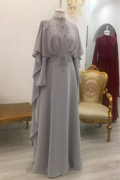 Stylish And Elegant Abaya In Grey Colour Looks Stunning And Gorgeous With Trendy And Fashionable Georgette Fabric. This Abaya Crafted With Stone Work,Sequins Work,Thread Work Looks Extremely Attra. Abaya Fashion, Muslim Fashion, Modest Fashion, Fashion Dresses, Dress Brokat, Kebaya Dress, Mode Abaya, Mode Hijab, Muslimah Wedding Dress