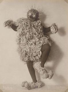 avant-guarde-costume-minya-diez-duhrkoop-
